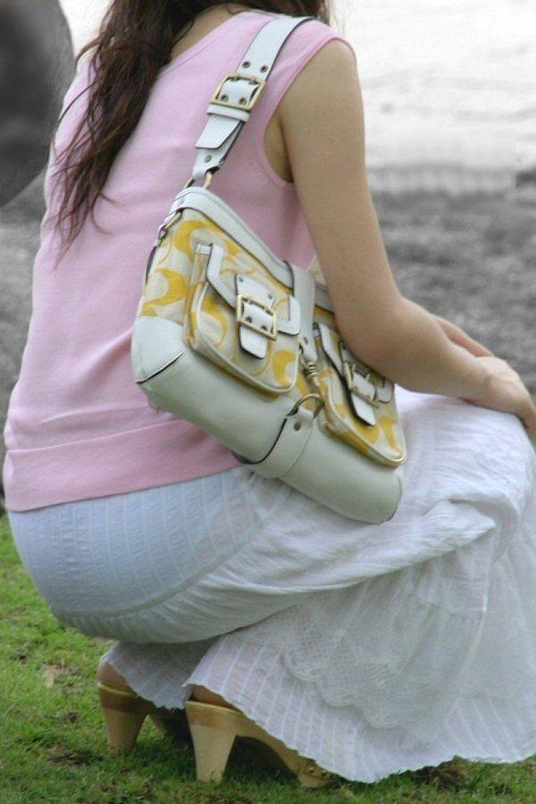 【パンティーラインエロ画像】素人美女のピタパンやタイトスカートから見えるパンティーラインを盗撮!美尻に顔面突っ込みたくなるパンティーラインのエロ画像集!ww【80枚】 24