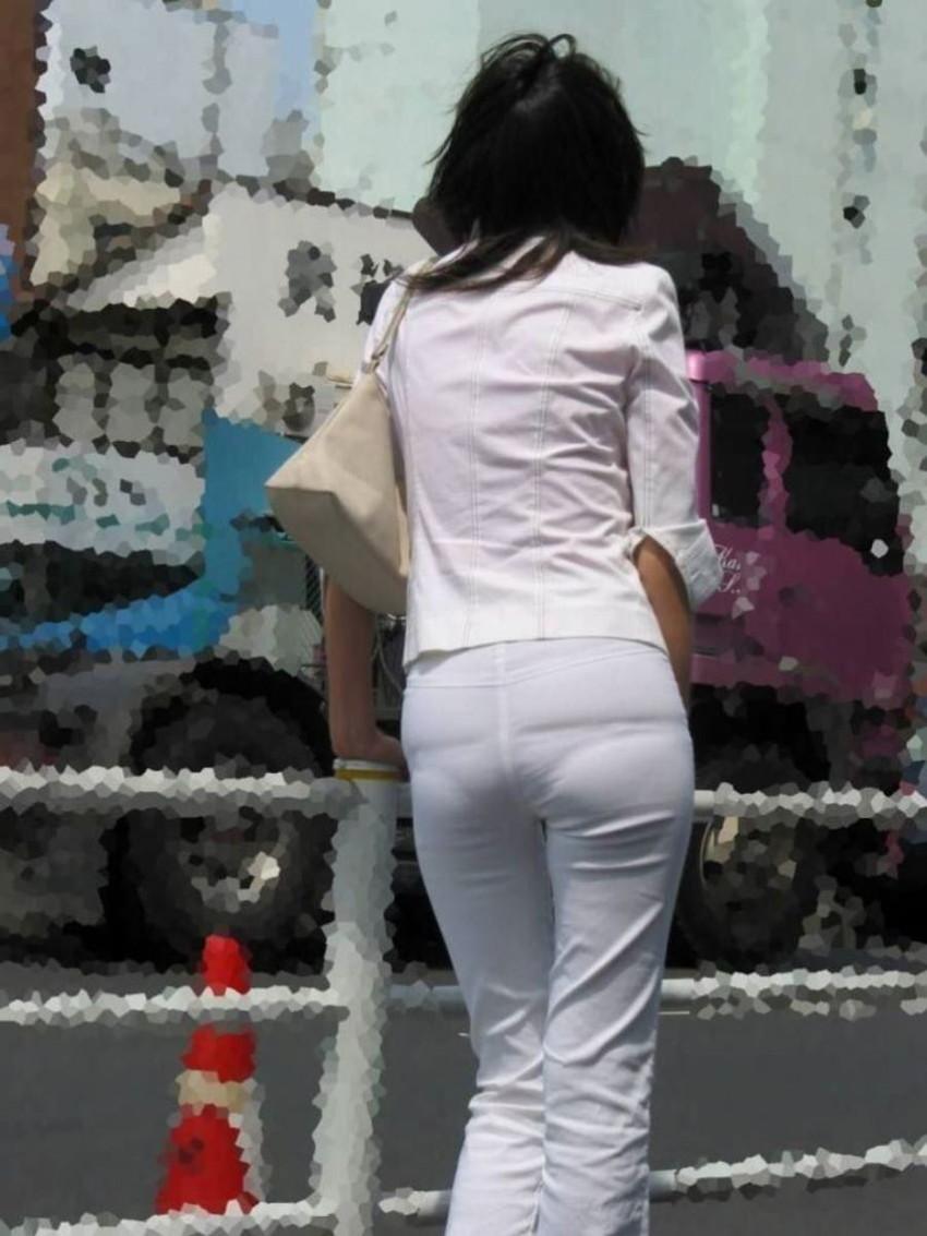 【パンティーラインエロ画像】素人美女のピタパンやタイトスカートから見えるパンティーラインを盗撮!美尻に顔面突っ込みたくなるパンティーラインのエロ画像集!ww【80枚】 27