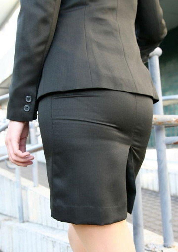 【パンティーラインエロ画像】素人美女のピタパンやタイトスカートから見えるパンティーラインを盗撮!美尻に顔面突っ込みたくなるパンティーラインのエロ画像集!ww【80枚】 34