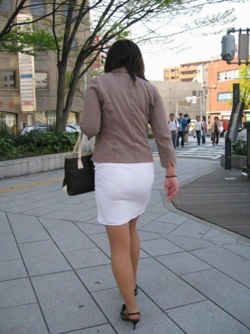 【パンティーラインエロ画像】素人美女のピタパンやタイトスカートから見えるパンティーラインを盗撮!美尻に顔面突っ込みたくなるパンティーラインのエロ画像集!ww【80枚】 36
