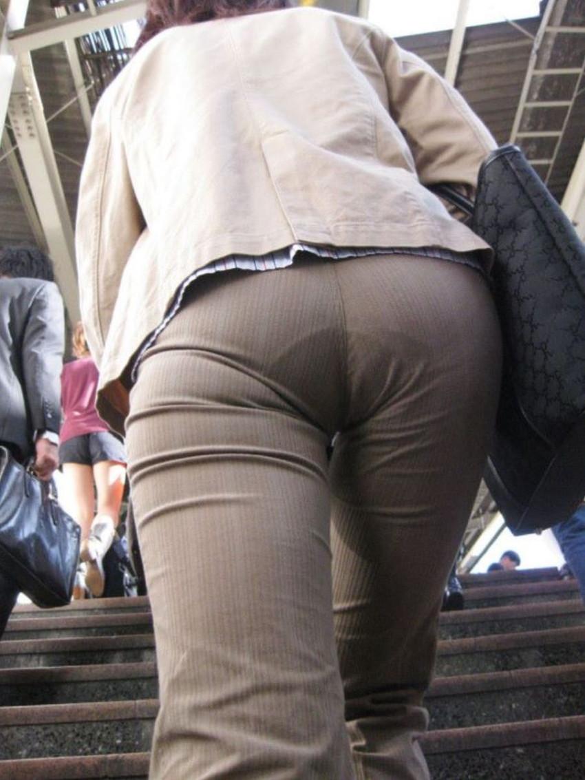 【パンティーラインエロ画像】素人美女のピタパンやタイトスカートから見えるパンティーラインを盗撮!美尻に顔面突っ込みたくなるパンティーラインのエロ画像集!ww【80枚】 43