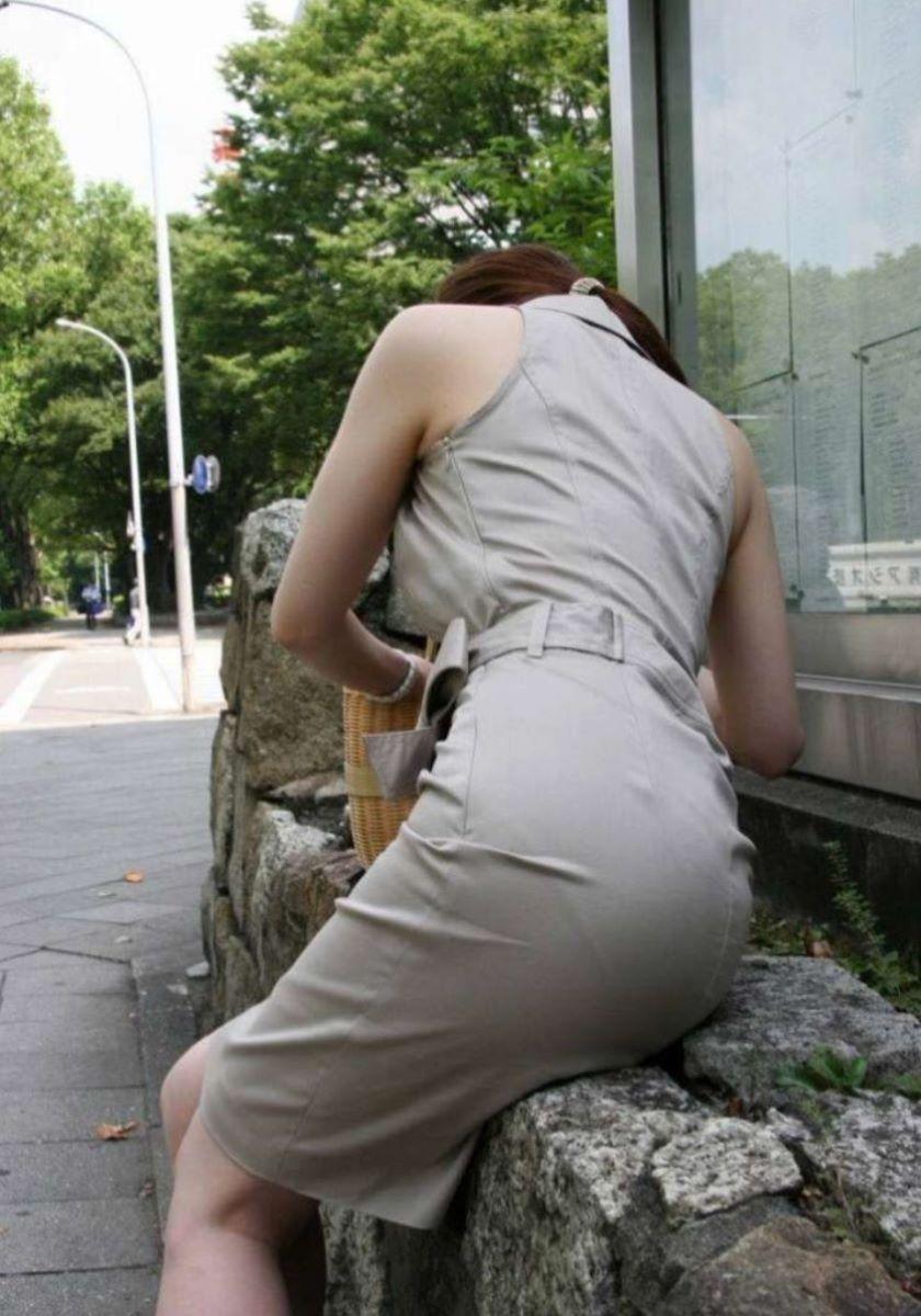 【パンティーラインエロ画像】素人美女のピタパンやタイトスカートから見えるパンティーラインを盗撮!美尻に顔面突っ込みたくなるパンティーラインのエロ画像集!ww【80枚】 48