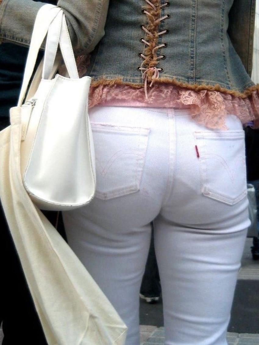 【パンティーラインエロ画像】素人美女のピタパンやタイトスカートから見えるパンティーラインを盗撮!美尻に顔面突っ込みたくなるパンティーラインのエロ画像集!ww【80枚】 49