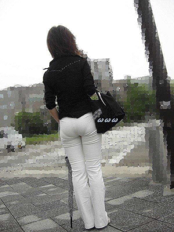 【パンティーラインエロ画像】素人美女のピタパンやタイトスカートから見えるパンティーラインを盗撮!美尻に顔面突っ込みたくなるパンティーラインのエロ画像集!ww【80枚】 50