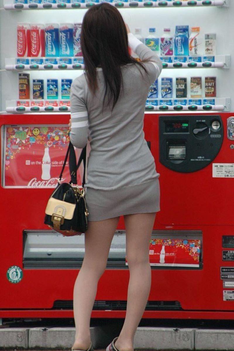 【パンティーラインエロ画像】素人美女のピタパンやタイトスカートから見えるパンティーラインを盗撮!美尻に顔面突っ込みたくなるパンティーラインのエロ画像集!ww【80枚】 56