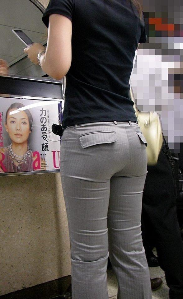 【パンティーラインエロ画像】素人美女のピタパンやタイトスカートから見えるパンティーラインを盗撮!美尻に顔面突っ込みたくなるパンティーラインのエロ画像集!ww【80枚】 78