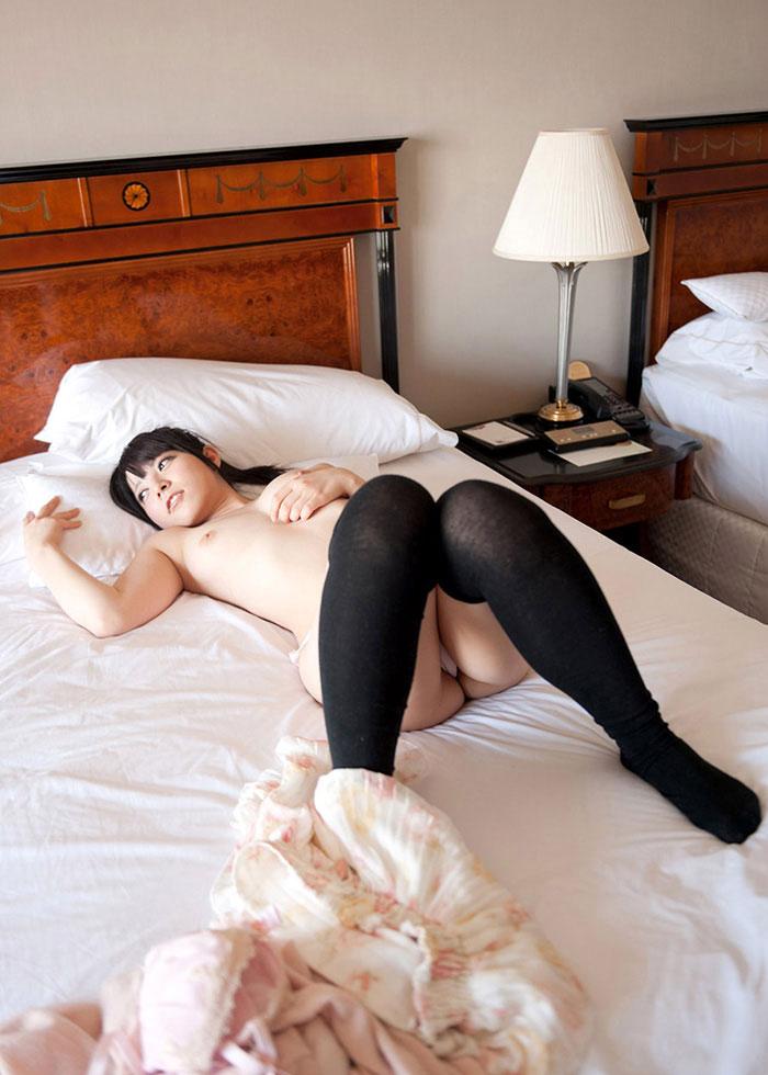 【ニーハイソックスエロ画像】ロリな美少女JKのマストアイテムニーハイソックス!制服脱がせてもニーソだけは着衣のまま騎乗位挿入しちゃったニーハイソックスのエロ画像集w【80枚】 56
