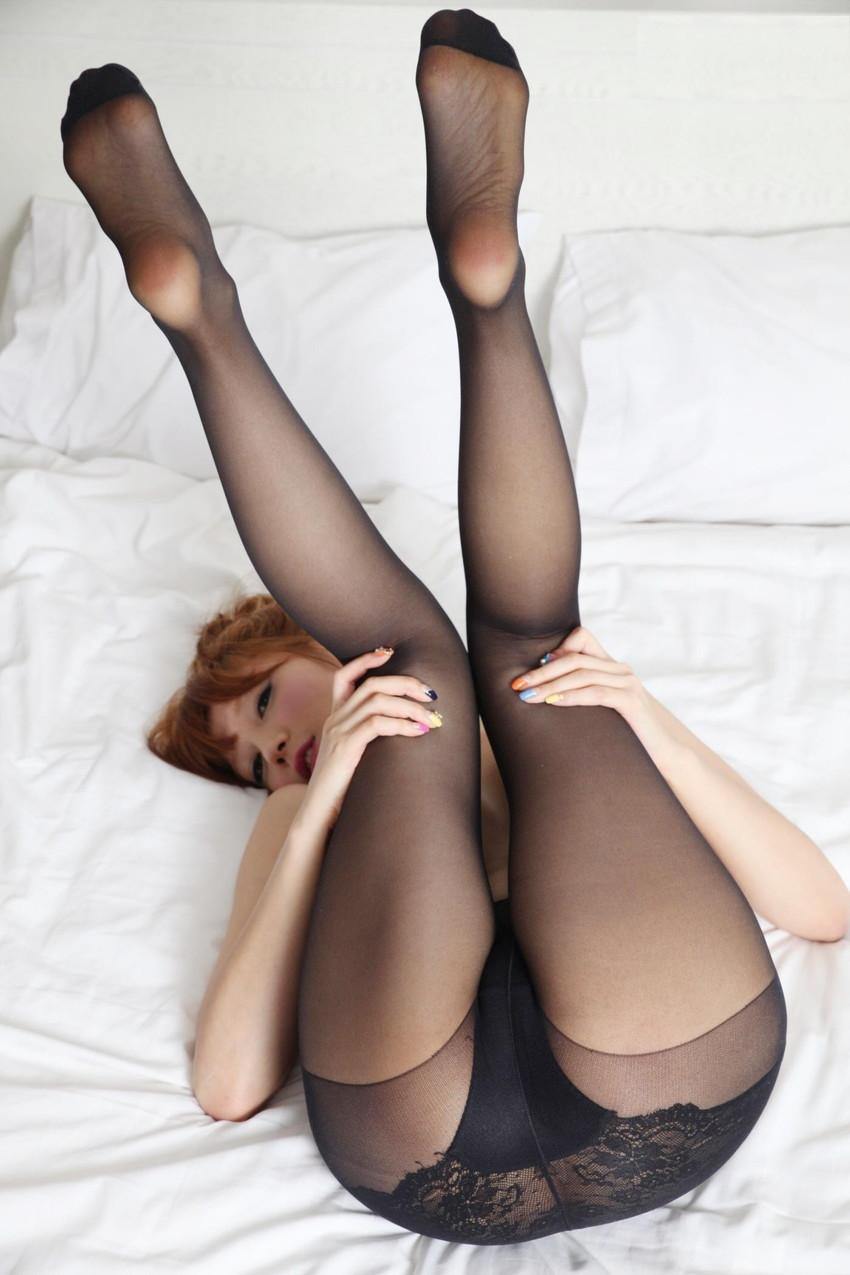【V字開脚エロ画像】美女の両足を持ち上げV字開脚でおまんこの具まで丸見え状態!!V字開脚で性欲がV字回復しちゃうV字開脚のエロ画像集!w【80枚】 37