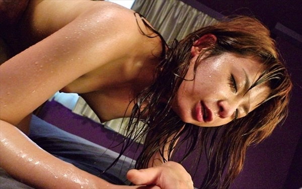 【汗だくエロ画像】むっちり豊満な巨乳お姉さんや熟女妻たちが汗だくで体液が混ざり合うムレッムレのセックスしちゃってる汗だくのエロ画像集!ww【80枚】 47
