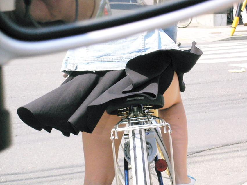 【自転車パンチラエロ画像】自転車通学中の素人JKやリクルートスーツの就活JD、買い物中のミニスカギャルのパンチラ盗撮に成功した自転車パンチラのエロ画像集!w【80枚】 21