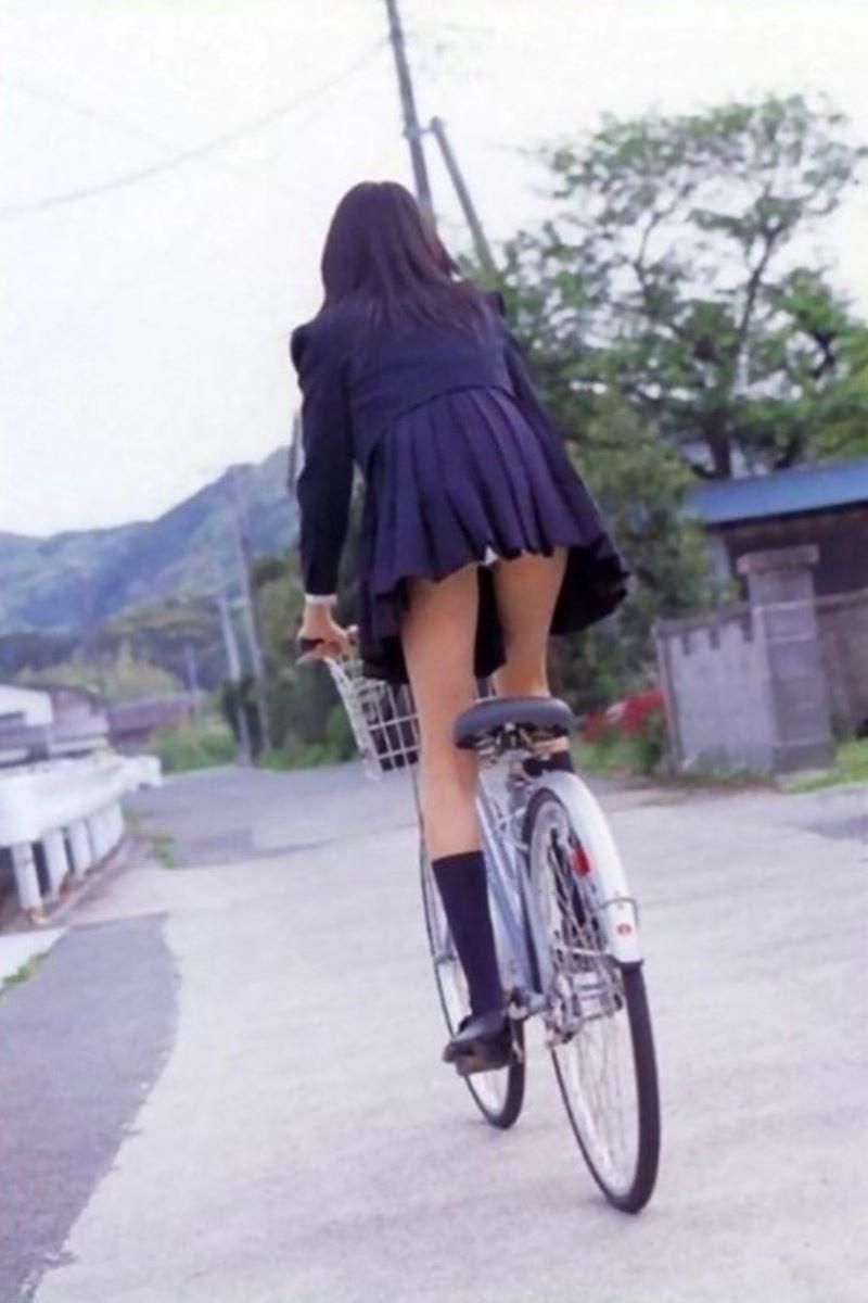 【自転車パンチラエロ画像】自転車通学中の素人JKやリクルートスーツの就活JD、買い物中のミニスカギャルのパンチラ盗撮に成功した自転車パンチラのエロ画像集!w【80枚】 68