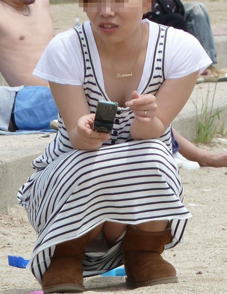 【パンチラママエロ画像】子供に気を取られてパンチラしてる素人奥さんの股間を盗撮したったパンチラママのエロ画像集!w【80枚】 53