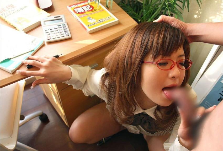 【メガネっ娘フェラエロ画像】メガネっ娘の文系女子や痴女OLたちが眼鏡越しの上目遣いでねっとりフェラ!メガネっ娘フェラのエロ画像集!ww【80枚】 68