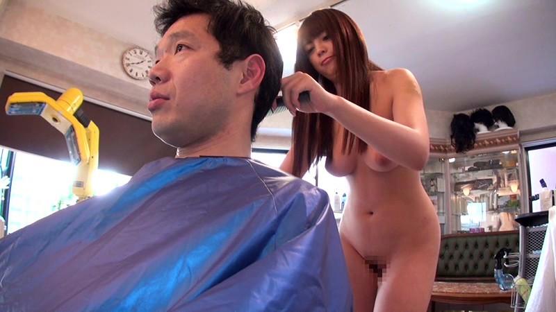 【美容師エロ画像】デカパイ美容師さんが散髪中に胸チラ誘惑したら勃起ちんぽをパイズリやフェラしてサービスセックスしてくれた美容師のエロ画像集w【80枚】 21