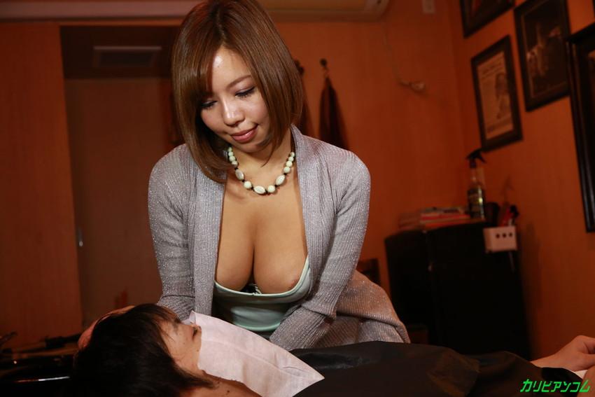 【美容師エロ画像】デカパイ美容師さんが散髪中に胸チラ誘惑したら勃起ちんぽをパイズリやフェラしてサービスセックスしてくれた美容師のエロ画像集w【80枚】 34