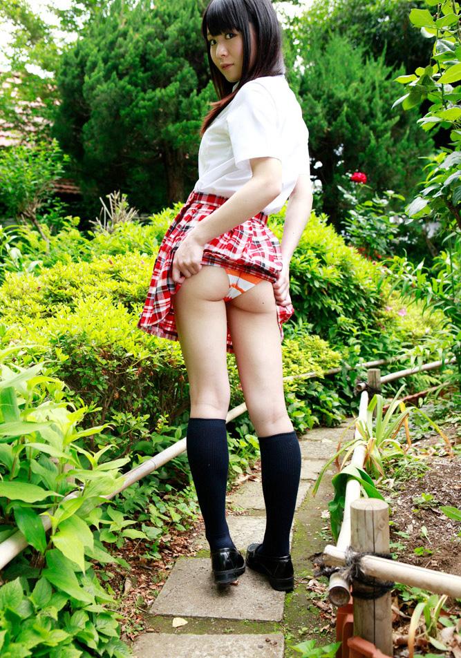 【制服スカートめくりエロ画像】ウブな優等生の美少女JKがボクだけに恥じらいながら制服スカートをめくってパンティー見せてくれた制服スカートめくりのエロ画像集!ww【80枚】 49