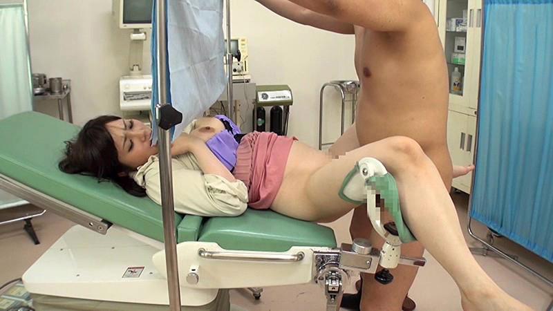 【セクハラ診察エロ画像】女子校に健康診断に来たロリコン医師や美女に問診するエロドクターが乳首を弄って手マン検診しちゃったセクハラ診察のエロ画像集ww【80枚】 08