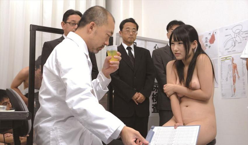 【セクハラ診察エロ画像】女子校に健康診断に来たロリコン医師や美女に問診するエロドクターが乳首を弄って手マン検診しちゃったセクハラ診察のエロ画像集ww【80枚】 18