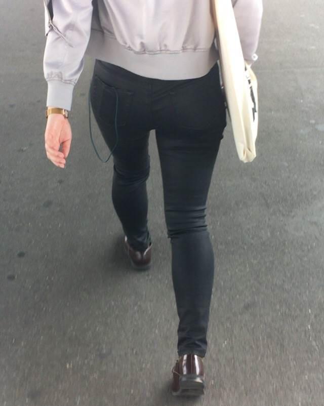 【スキニーパンツエロ画像】デカ尻エロボディな美女や人妻のスキニーパンツに顔面突っ込みたい!ピタコスで素股したり破ってバック挿入しちゃってるスキニーパンツのエロ画像集!ww【80枚】 64
