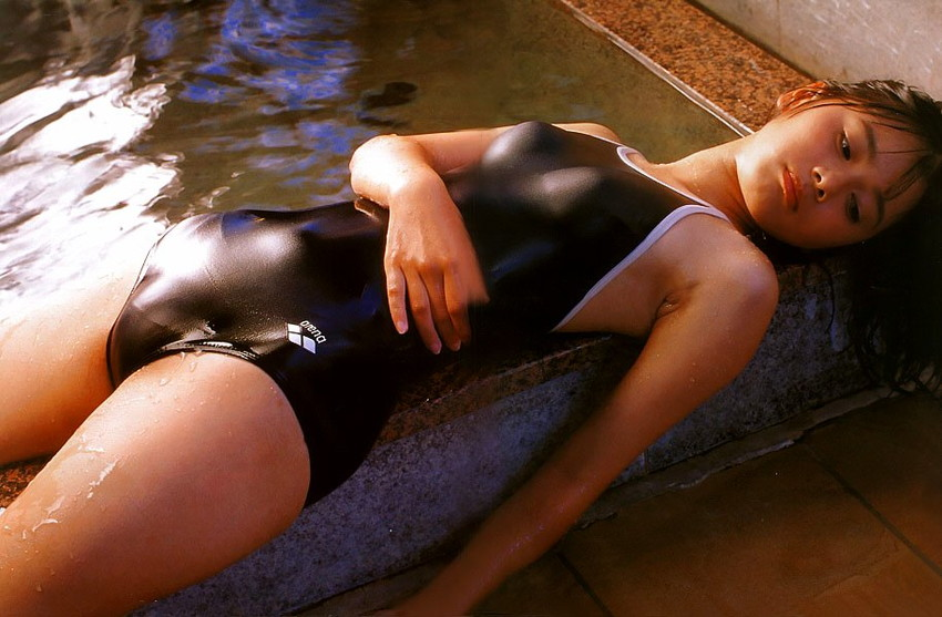 【モリマンエロ画像】水着やパンティーの上からでもはっきりわかるモリマン女子!指二本を足に見立てて恥丘を弄りながら登山したくなっちゃうモリマンエロ画像集!ww【80枚】 16