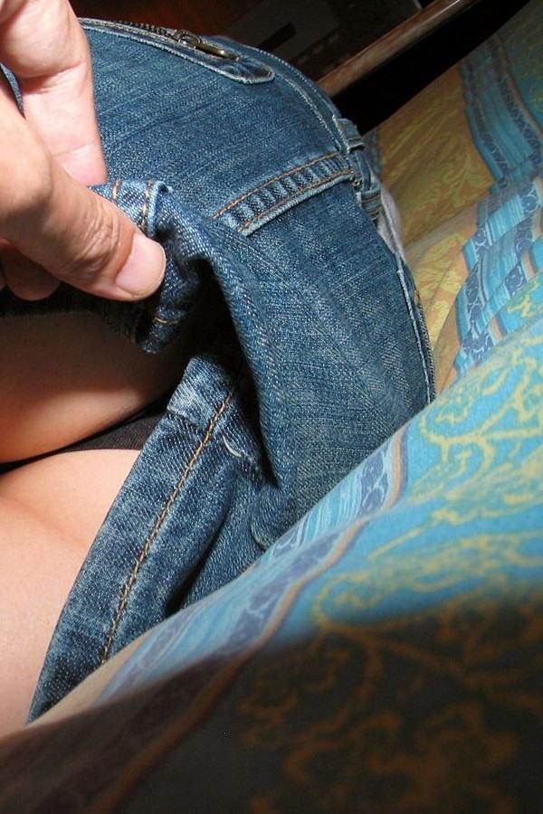 【スカートめくりエロ画像】素人娘に後ろから近づきスカートめくりでパンモロさせたり、スカート巾着めくりで全裸露出させちゃったスカートめくりのエロ画像集!ww【80枚】 54