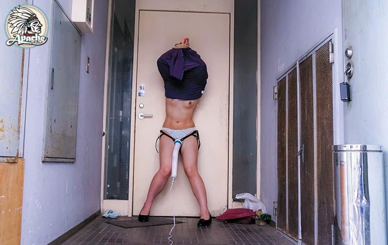 【スカートめくりエロ画像】素人娘に後ろから近づきスカートめくりでパンモロさせたり、スカート巾着めくりで全裸露出させちゃったスカートめくりのエロ画像集!ww【80枚】 64