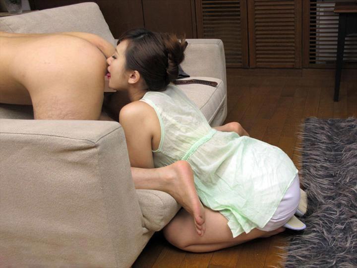 【アナル舐めエロ画像】クンニやフェラよりも気持ちいいアナル舐め!ww痴女お姉さんがM男の肛門舐めたり変態野郎がドマゾなお姉さんの美尻を舐めるアナル舐めのエロ画像集!【80枚】 24
