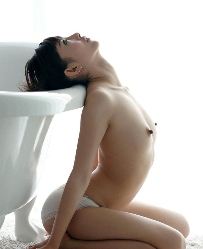 【勃起乳首エロ画像】美乳娘の乳首を弄ったり吸ったりして勃起状態!!さらにセックス前の高揚感で弄ってないのに乳首が勃っちゃった勃起乳首のエロ画像集ww【80枚】 38