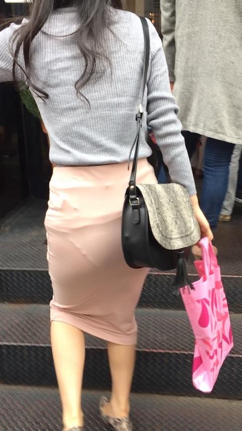 【パンティーラインエロ画像】素人OLや就活JD、ピタパンやタイトスカート女子の下着ラインを盗撮したパンティーラインのエロ画像集!ww【80枚】 14