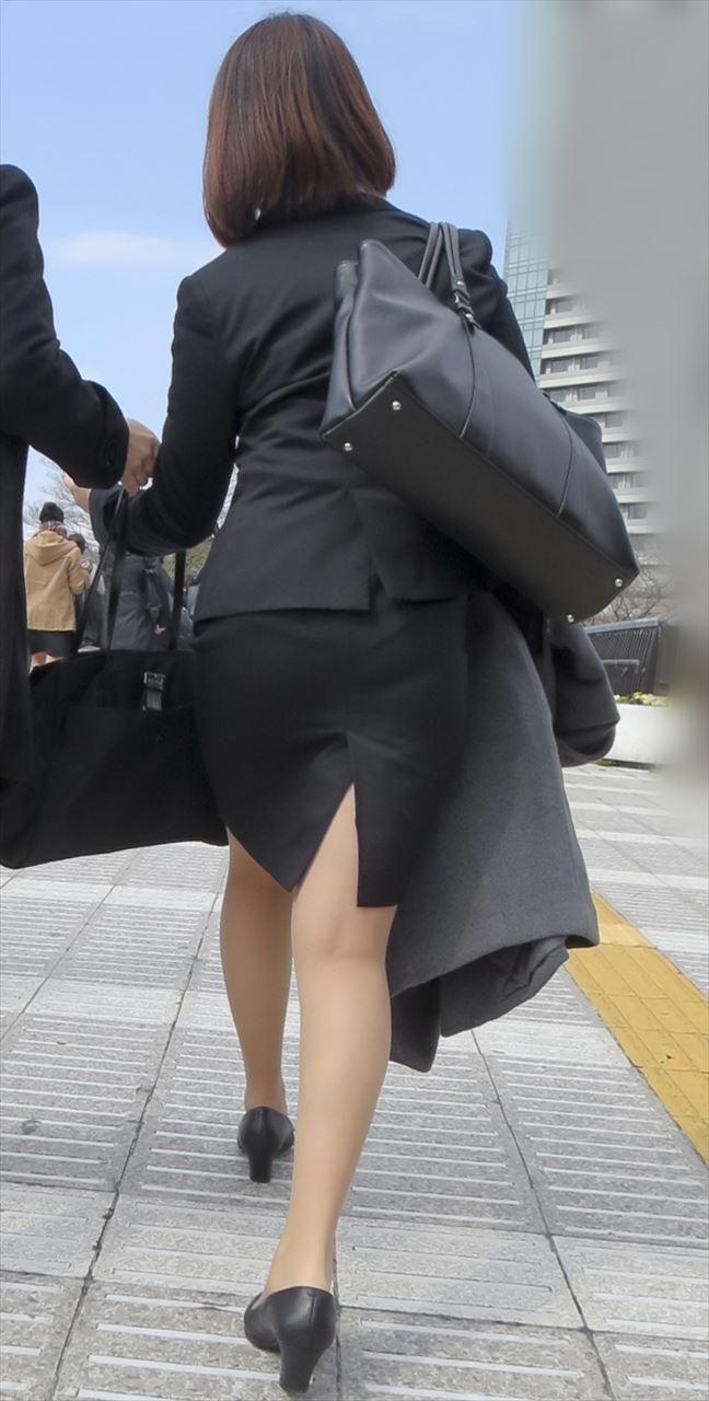 【パンティーラインエロ画像】素人OLや就活JD、ピタパンやタイトスカート女子の下着ラインを盗撮したパンティーラインのエロ画像集!ww【80枚】 21