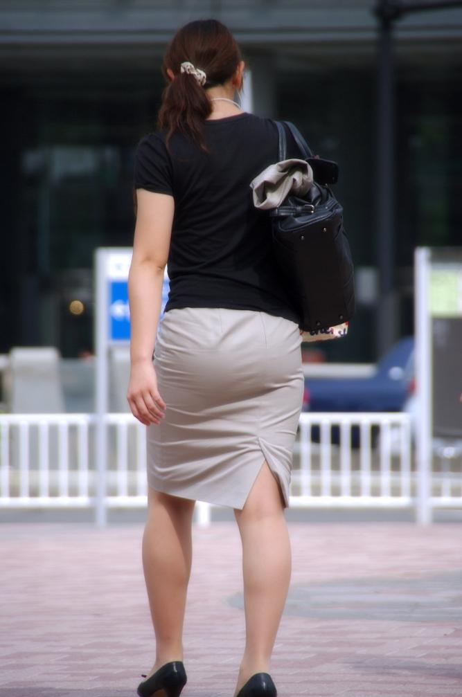 【パンティーラインエロ画像】素人OLや就活JD、ピタパンやタイトスカート女子の下着ラインを盗撮したパンティーラインのエロ画像集!ww【80枚】 46