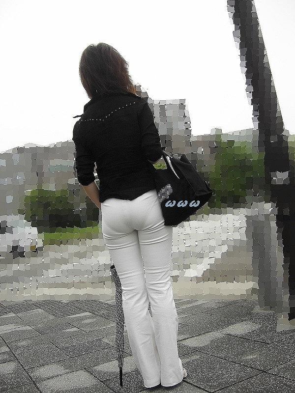 【パンティーラインエロ画像】素人OLや就活JD、ピタパンやタイトスカート女子の下着ラインを盗撮したパンティーラインのエロ画像集!ww【80枚】 70