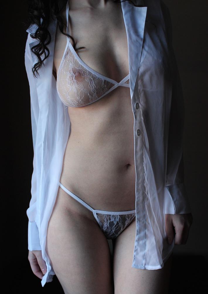 【透けパンティーエロ画像】着衣状態で美女の陰毛やまんすじ、開脚状態でクリやおまんこの具が丸見えの透けパンティーのエロ画像集!ww【80枚】 56