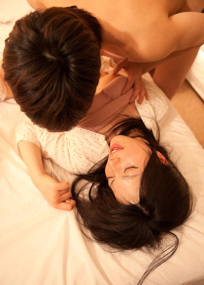 【パジャマセックス素股エロ画像】パジャマで寝てる美少女やお姉さんたちに夜這いして睡眠姦!ww目が覚めても手マンで潮吹きさせて寝取りまくったパジャマセックスのエロ画像集ww【80枚】 61