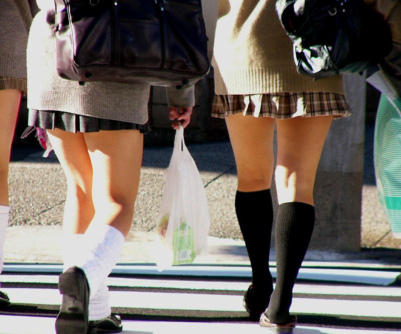 【膝裏エロ画像】フレッシュ過ぎて舐めたり膝裏足コキさせたくなる汗でムレたJKやお姉さんたちの膝裏エロ画像集!ww【80枚】 11