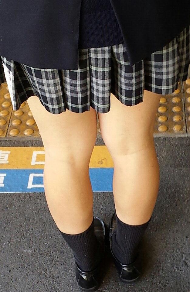 【膝裏エロ画像】フレッシュ過ぎて舐めたり膝裏足コキさせたくなる汗でムレたJKやお姉さんたちの膝裏エロ画像集!ww【80枚】 16