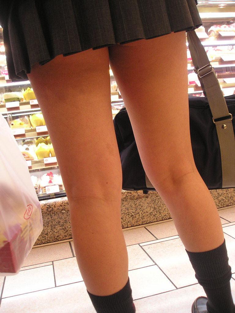 【膝裏エロ画像】フレッシュ過ぎて舐めたり膝裏足コキさせたくなる汗でムレたJKやお姉さんたちの膝裏エロ画像集!ww【80枚】 26