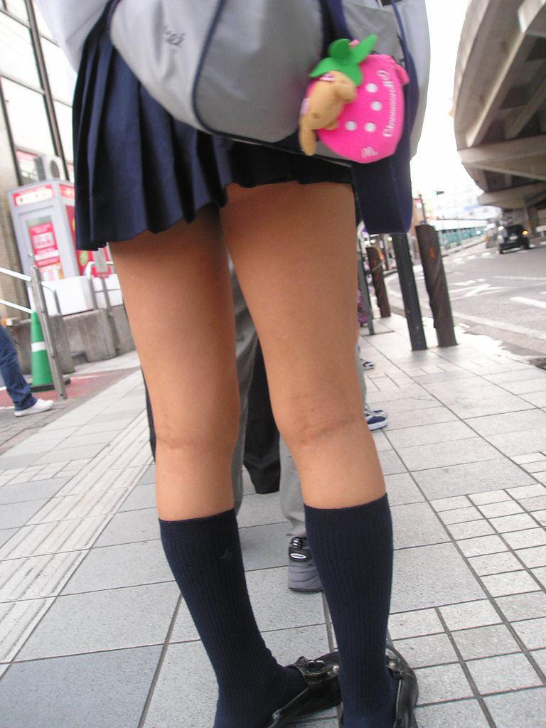 【膝裏エロ画像】フレッシュ過ぎて舐めたり膝裏足コキさせたくなる汗でムレたJKやお姉さんたちの膝裏エロ画像集!ww【80枚】 31