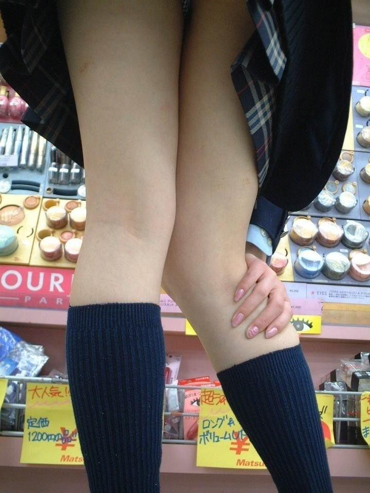 【膝裏エロ画像】フレッシュ過ぎて舐めたり膝裏足コキさせたくなる汗でムレたJKやお姉さんたちの膝裏エロ画像集!ww【80枚】 38