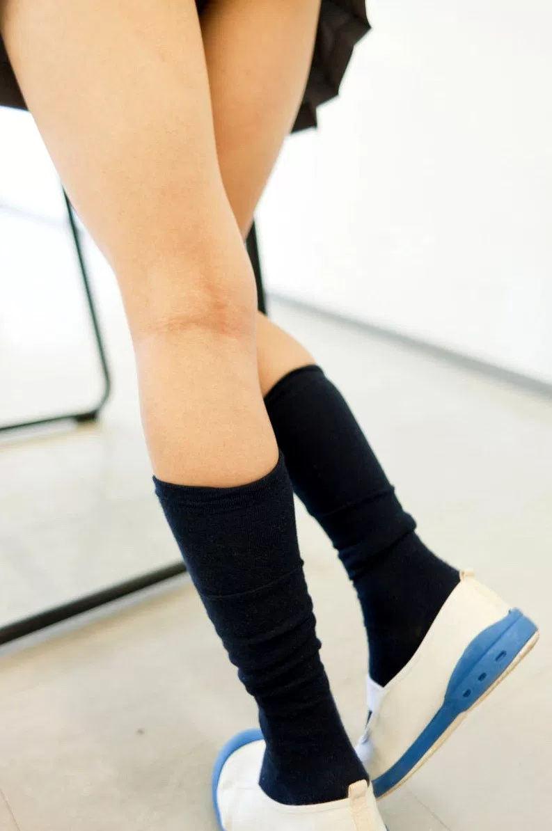 【膝裏エロ画像】フレッシュ過ぎて舐めたり膝裏足コキさせたくなる汗でムレたJKやお姉さんたちの膝裏エロ画像集!ww【80枚】 39