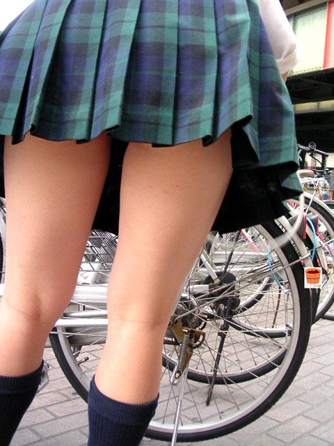 【膝裏エロ画像】フレッシュ過ぎて舐めたり膝裏足コキさせたくなる汗でムレたJKやお姉さんたちの膝裏エロ画像集!ww【80枚】 41