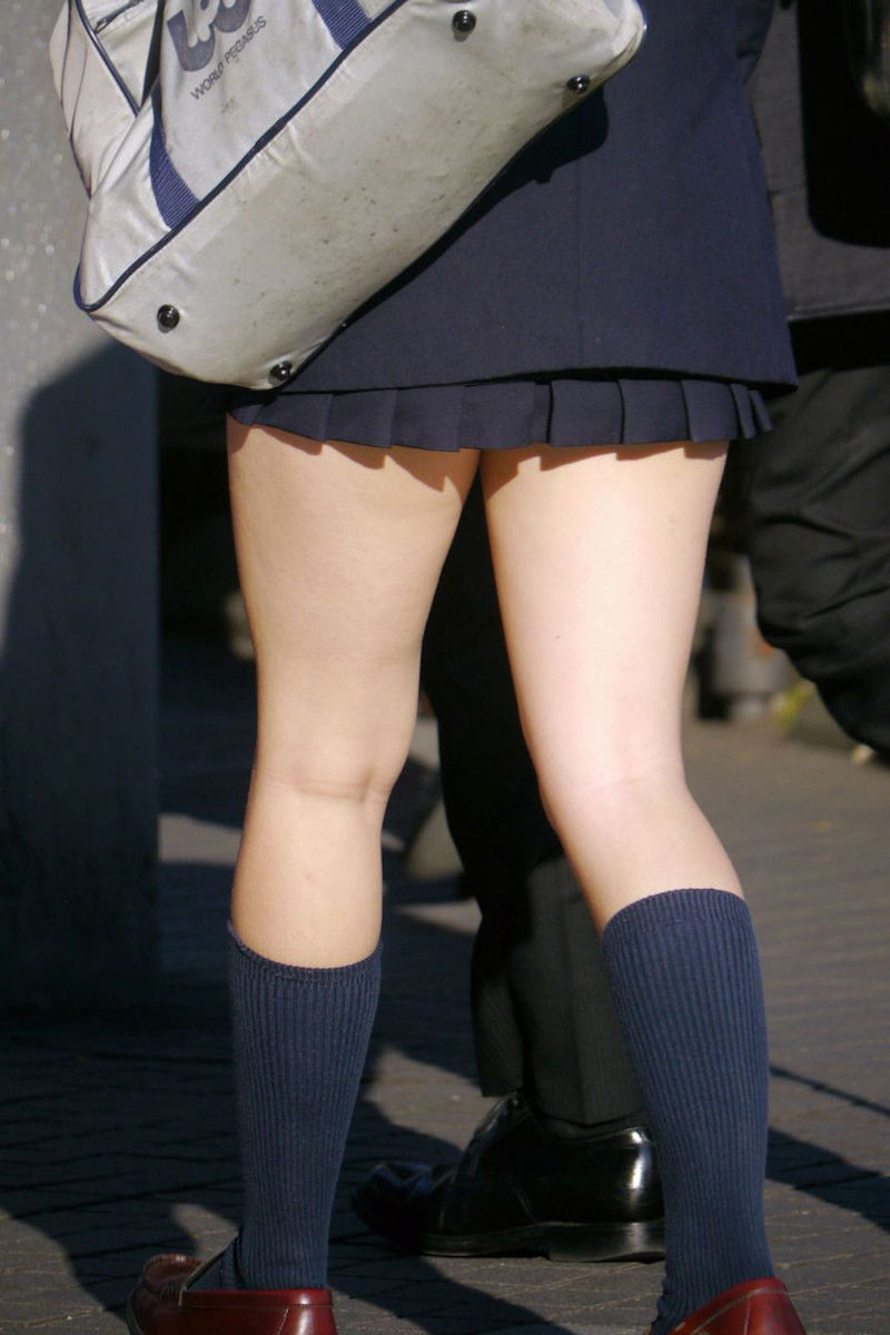 【膝裏エロ画像】フレッシュ過ぎて舐めたり膝裏足コキさせたくなる汗でムレたJKやお姉さんたちの膝裏エロ画像集!ww【80枚】 49