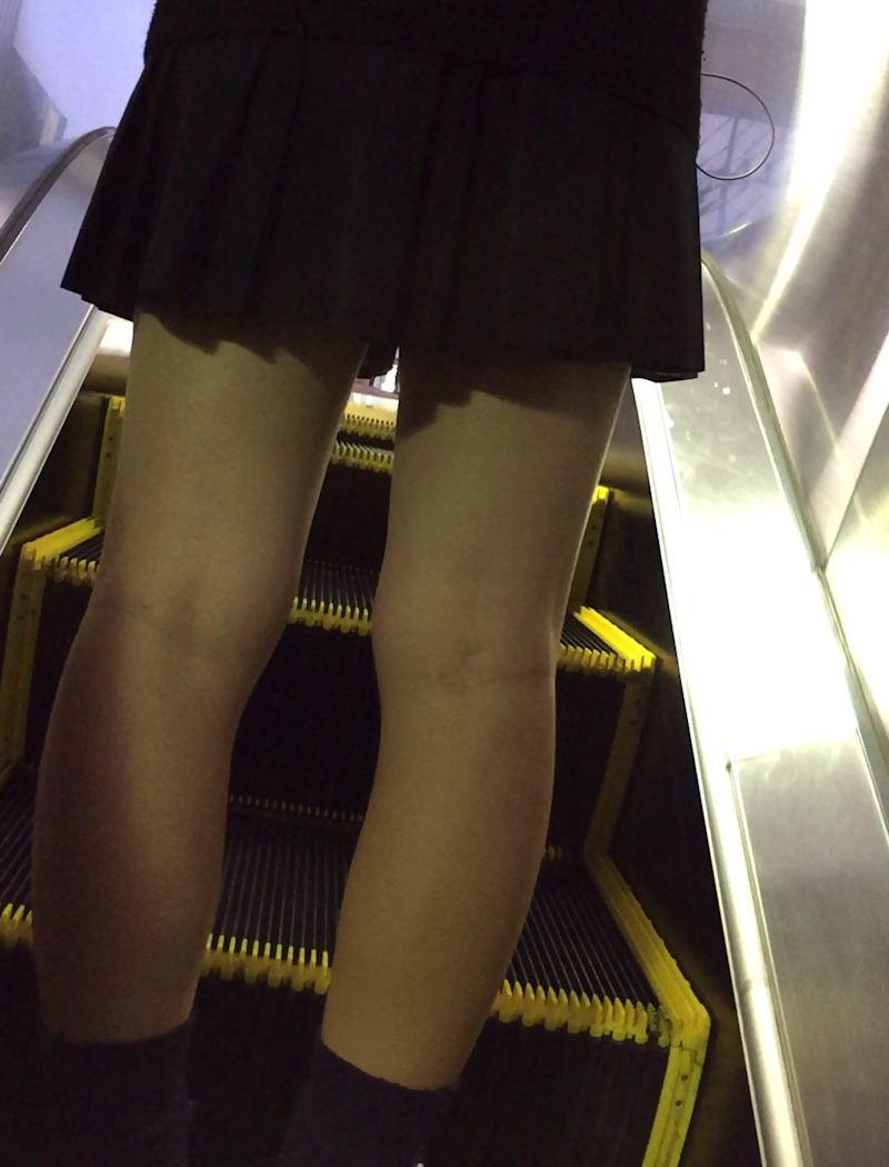 【膝裏エロ画像】フレッシュ過ぎて舐めたり膝裏足コキさせたくなる汗でムレたJKやお姉さんたちの膝裏エロ画像集!ww【80枚】 72