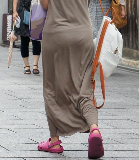 【スエットワンピエロ画像】スエットワンピを着てるヤンママやコンビニで買い物してるJDの透けパン盗撮したり電マで着衣調教しちゃった陶とワンピのエロ画像集ww【80枚】 40