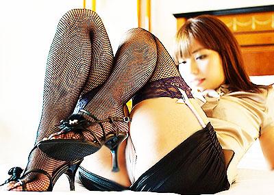 【ガーターベルトエロ画像】美脚お姉さんがタイトミニからガーターベルトをチラ見せしてたり、変態痴女がノーパンガーターベルトでセックスしてるガーターベルトのエロ画像集ww【80枚】
