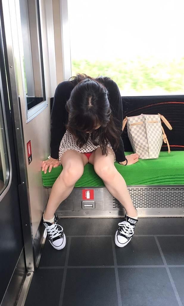 【ミニスカパンチラエロ画像】素人のミニスカお姉さんのパンチラを階段下や街中で盗撮したったミニスカパンチラのエロ画像集!ww【80枚】 25