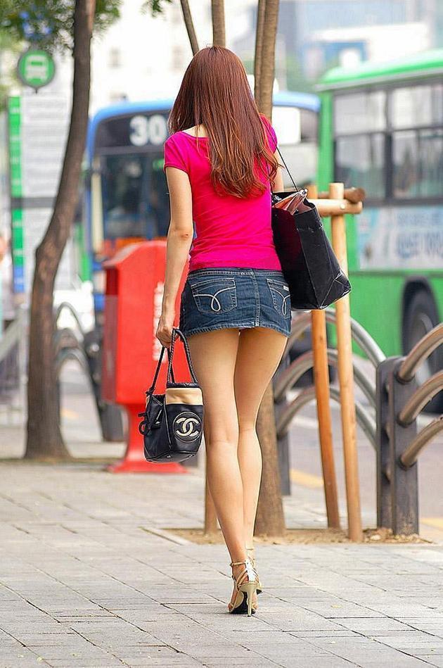【ミニスカパンチラエロ画像】素人のミニスカお姉さんのパンチラを階段下や街中で盗撮したったミニスカパンチラのエロ画像集!ww【80枚】 50