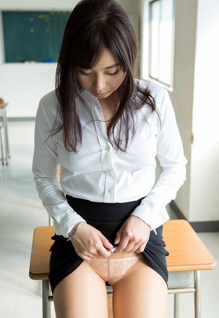 【女教師エロ画像】スーツやメガネがセクシー過ぎるタイトスカートの女教師を教室で寝取って調教しちゃった女教師のエロ画像集ww【80枚】 33