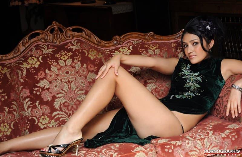 【スリットエロ画像】スカートのスリットから覗くお姉さんの美脚がエロ過ぎる!着衣のまま太ももを舐めまくりたくなるスリットのエロ画像集!ww【80枚】