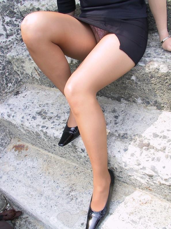 【スリットエロ画像】スカートのスリットから覗くお姉さんの美脚がエロ過ぎる!着衣のまま太ももを舐めまくりたくなるスリットのエロ画像集!ww【80枚】 28